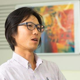 Inspired by a former supervisor, Yasuaki Hiraoka is a mathematician interested in applying mathematics to materials science and, in the process, generating new mathematics.