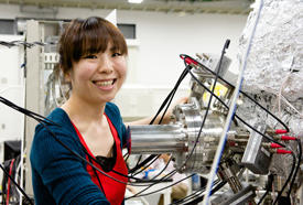 As a JSPS research fellow in the Materials Physics Group at the AIMR, Takayama is currently studying spin-polarization phenomena in materials as an extension of her PhD research.