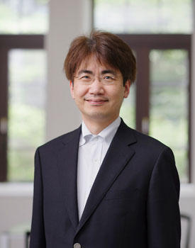 Takeshi Nakanishi, director of MathAM-OIL, is excited about the potential to generate new seeds for material technologies through collaborations with AIMR and AIST researchers.