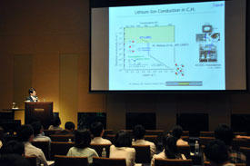 Shin-ichi Orimo, principal investigator at the AIMR, giving a keynote speech at the Tohoku-Tsinghua Joint Workshop on Materials and Spintronics Sciences in Sendai.